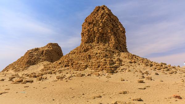 Nu 5 Malonaqen (links), Nu 6 Anlamani (rechts), Nuri, Sudan