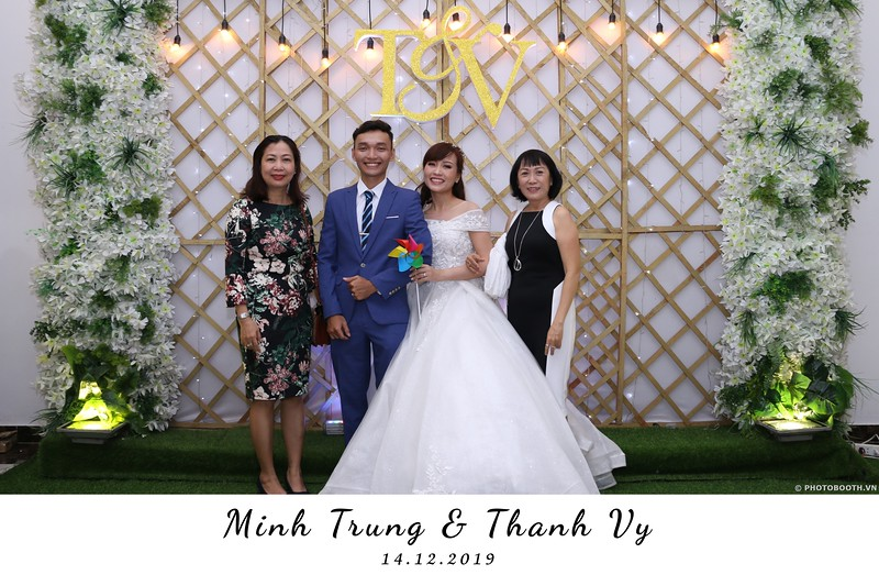 Trung-Vy-wedding-instant-print-photo-booth-Chup-anh-in-hinh-lay-lien-Tiec-cuoi-WefieBox-Photobooth-Vietnam-010.jpg
