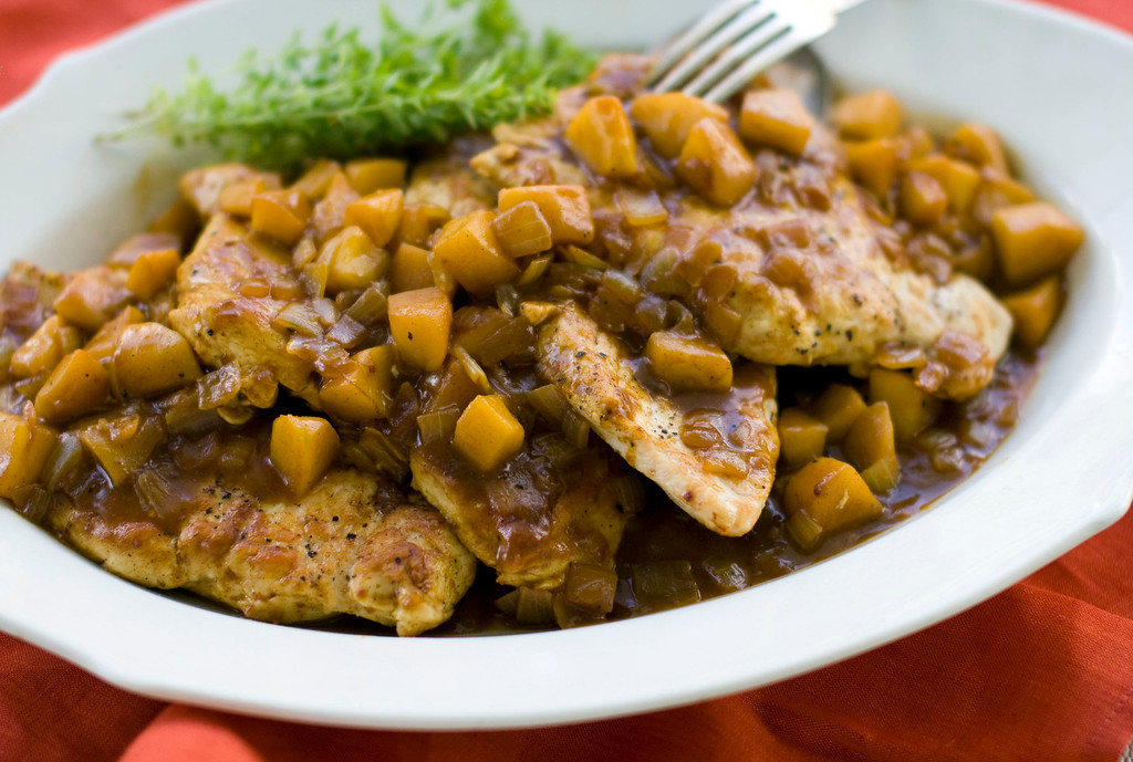 ". Curried apple chicken saute. <a href=""http://www.record-eagle.com/news/food/on-deadline-spicing-up-apple-season/article_12842bce-fb33-5552-8ff8-7955e746c13c.html\"">This recipe</a> works in part because apples are such a versatile fruit. They take to savory flavors as easily as sweet.   (AP Photo/Matthew Mead)"