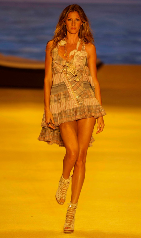 . Top model Gisele Bundchen wears a creation by Colcci during the Sao Paulo Fashion Week in Sao Paulo, Wednesday, June 17, 2009. (AP Photo/Nelson Antoine)