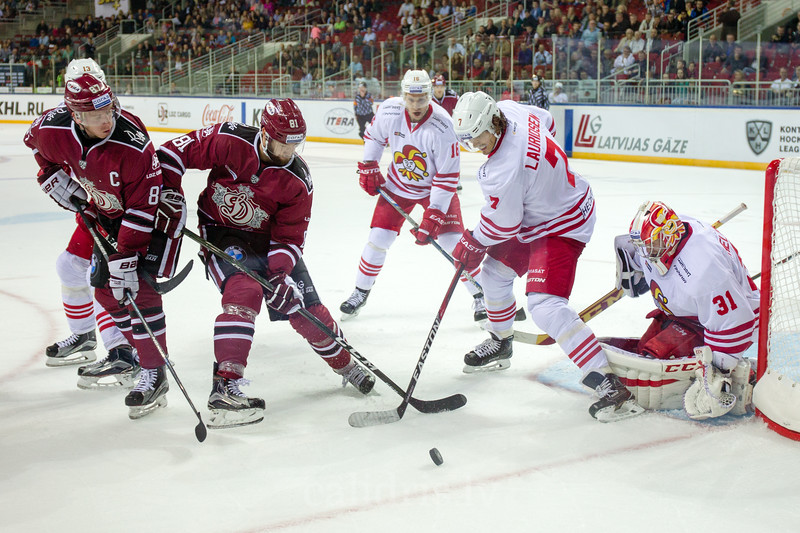 Oliver Lauridsen (7) plays in defence against Colton Gillies (81) in front of the goal in the KHL regular championship game between Dinamo Riga and Jokerit, played on September 13, 2016 in Arena Riga