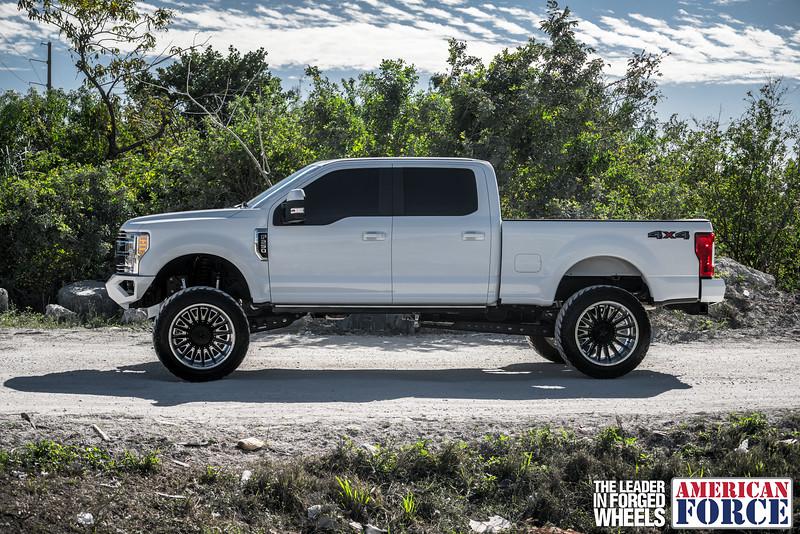 Champion4x4-Juan.S-White-2017-Ford-F250-Polish-Black-24x14-Tactical-Crown-WEB-180131-DSC00231-52.jpg