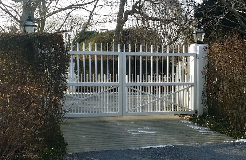 294 - Southampton NY - Westchester Driveway Gate.jpg
