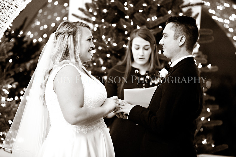 Hillary_Ferguson_Photography_Melinda+Derek_Ceremony098.jpg