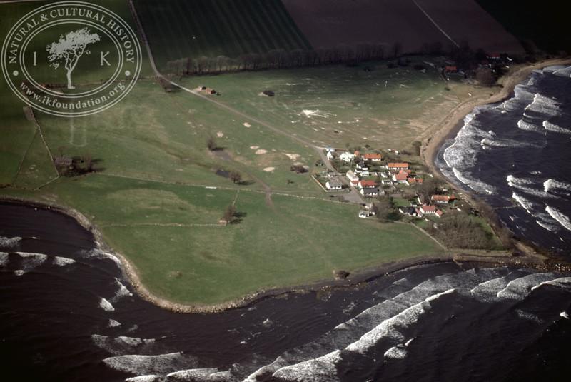 Gislövshammar with coastline (4 May, 1989). | LH.0448