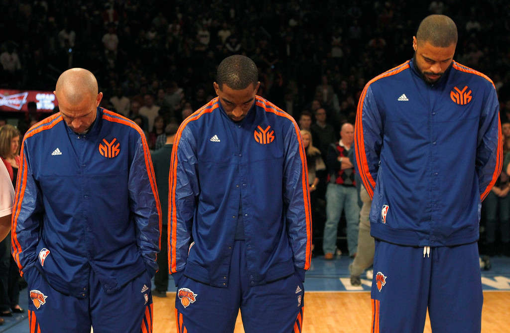 . (L-R) New York Knicks Jason Kidd, J.R. Smith and Tyson Chandler observe a moment of silence, for the victims of a mass shooting at Sandy Hook Elementary School in Newtown, Connecticut, before taking on the Cleveland Cavaliers in their NBA basketball game at Madison Square Garden in New York, December 15, 2012. REUTERS/Adam Hunger