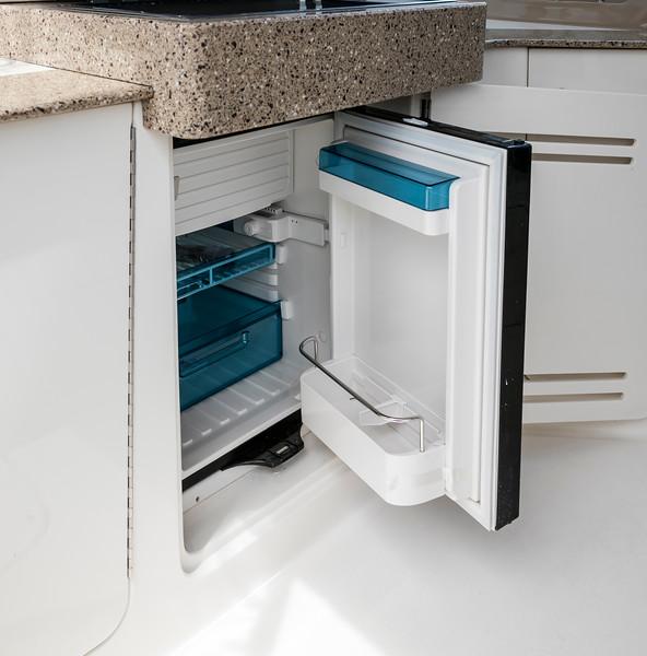Sundancer330_Refrigerator.jpg
