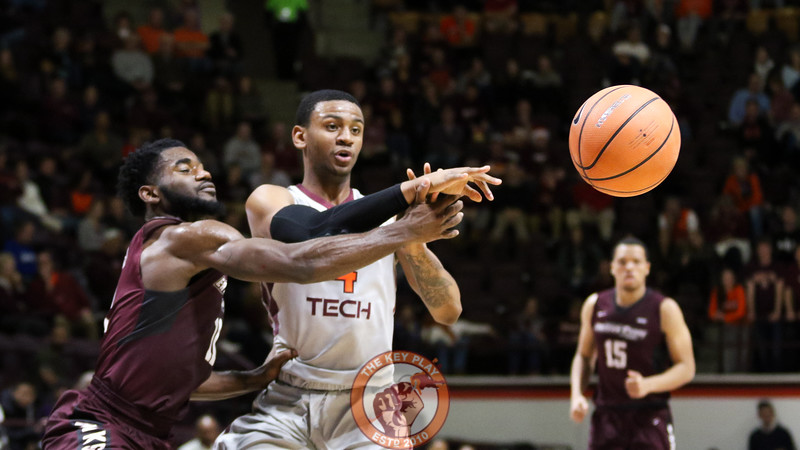 Nickeil Alexander-Walker fires off a pass to the outside after drawing a defender. (Mark Umansky/TheKeyPlay.com)