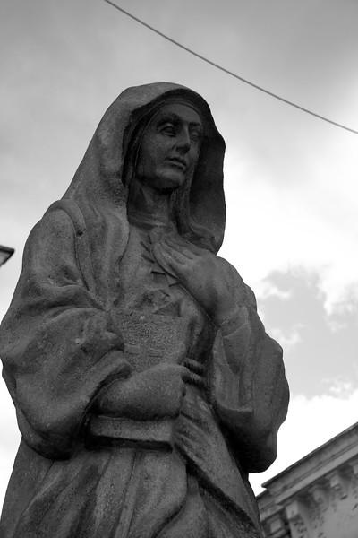 statue-in-quito_4903316894_o.jpg