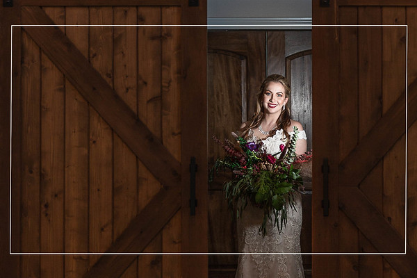 Breathtaking bridals at the Carriage House in Conroe Texas