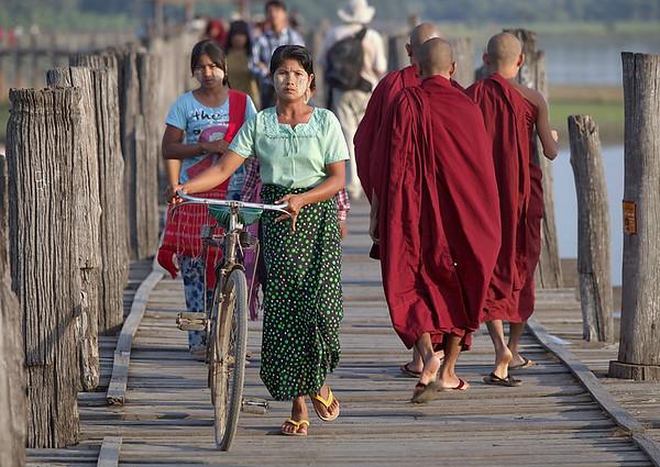 Personnages sur le pont