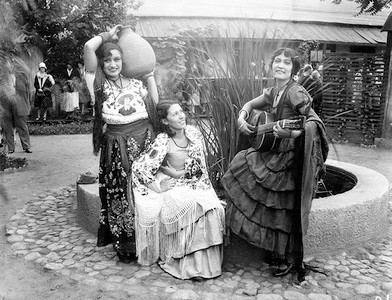 1936, Olvera St., Performers