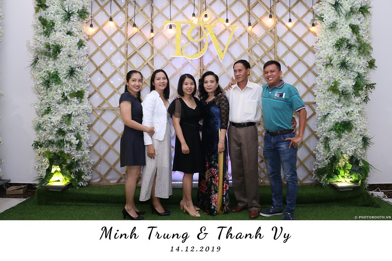 Trung-Vy-wedding-instant-print-photo-booth-Chup-anh-in-hinh-lay-lien-Tiec-cuoi-WefieBox-Photobooth-Vietnam-113.jpg