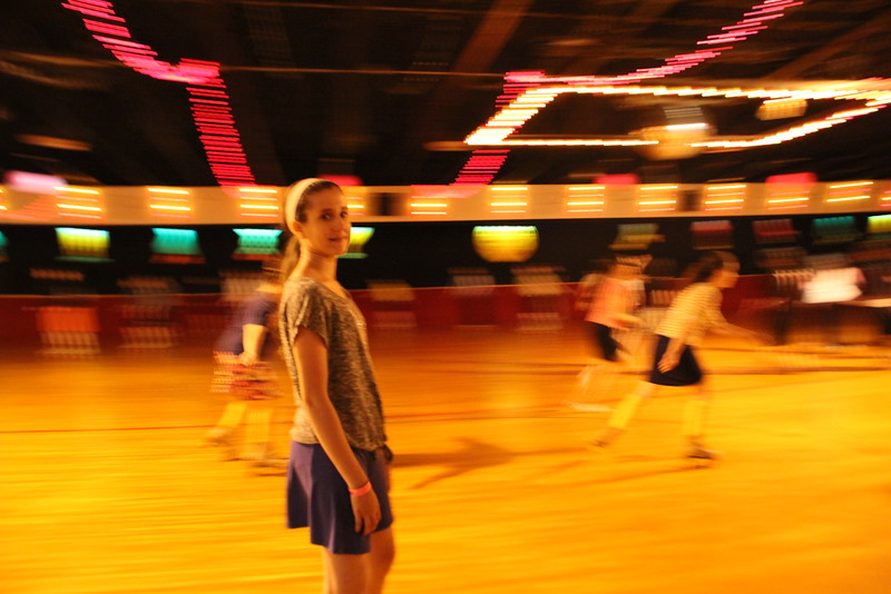 kars4kids_thezone_camp_GirlDivsion_trips_RollerSkating (31).JPG