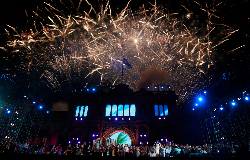 Description of . Fireworks explode over the Casa Rosada Presidential Palace during a rally to celebrate the Day of Democracy and International Human Rights Day in Buenos Aires December 9, 2012. REUTERS/Marcos Brindicci