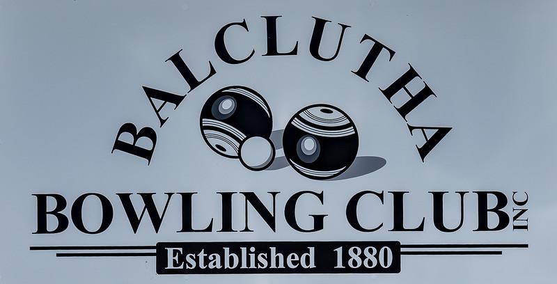 Was die Neuseeländer Bowling nennen, ist bei den Engländern Bowls und wird draussen gespielt