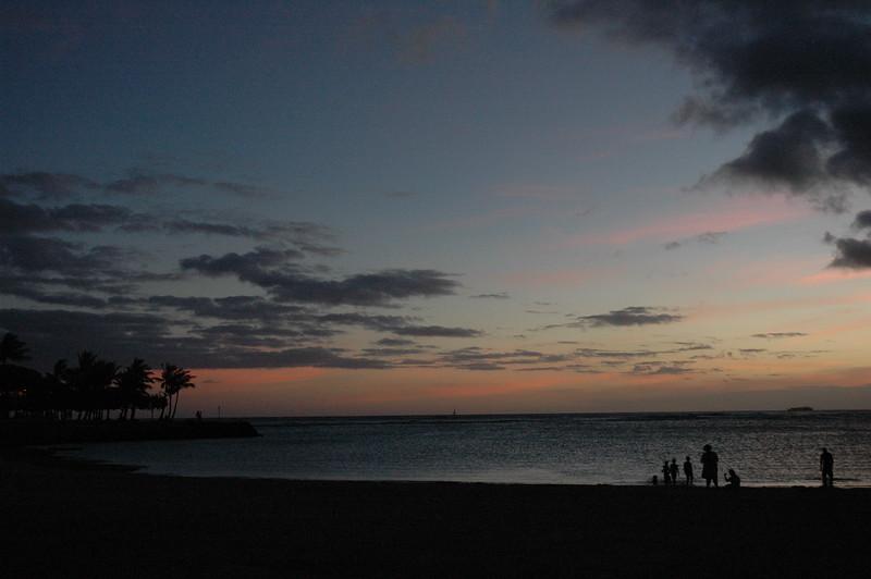 Hawaii - Ala Moana Beach Sunset-196.JPG