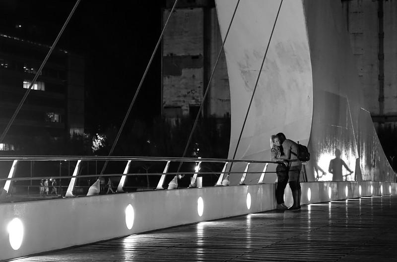 Romance en el Puente de la Mujer - Puerto Madero - Buenos Aires - Argentina