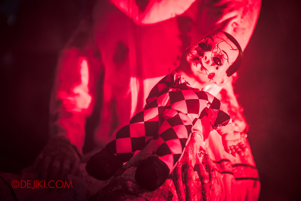 Halloween Horror Nights 6 - Suicide Forest scare zone / The creepy doll