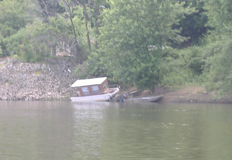 Pennsyltucky houseboat