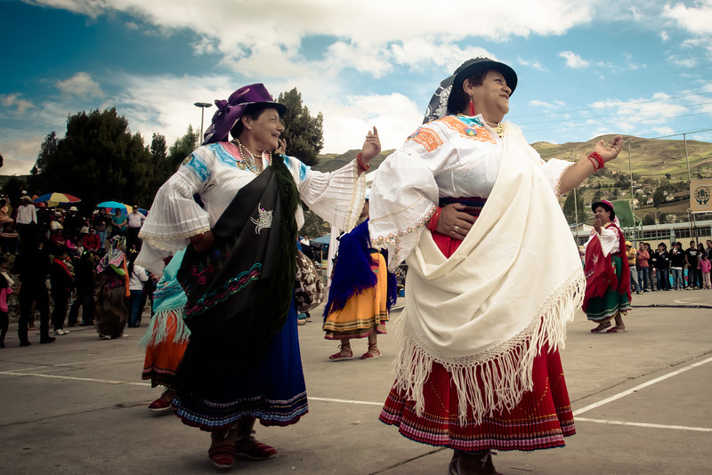 canar women dancing.jpg