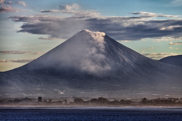 Volcanoes & Mud Pots