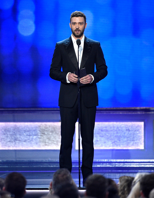 . Justin Timberlake presents the award for best acting ensemble at the 22nd annual Critics\' Choice Awards at the Barker Hangar on Sunday, Dec. 11, 2016, in Santa Monica, Calif. (Photo by Chris Pizzello/Invision/AP)