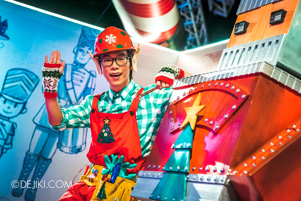 Universal Studios Singapore - A Universal Christmas event 2017 / Santa's Workshop Robot with Mechanic Elf