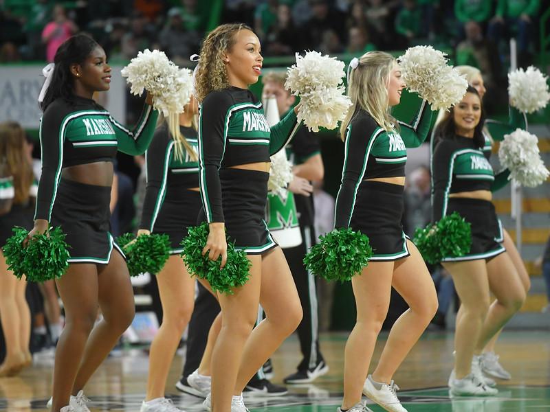 cheerleaders4101.jpg