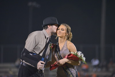 19-09-27 Homecoming Court @ Field