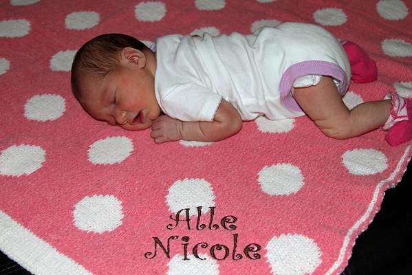 Alle Nicole Floyd