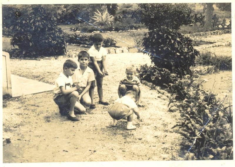 Fucauma: Jorge Pinto Soares e irmaos Nuno e Ze', Carlos Portela e filho do Teodosio?