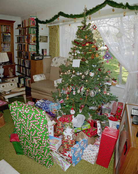 2004 Tree and gifts