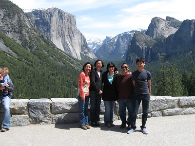 2010/04/18 >> Snow Play Area, Yosemite Falls, and Tunnel View with Friends.