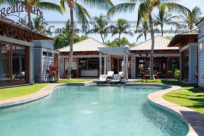 """Pod"" style resort hale"