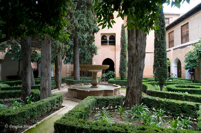 Fri 3/11 at La Alhambra in Grenada: Peaceful courtyard and fountain