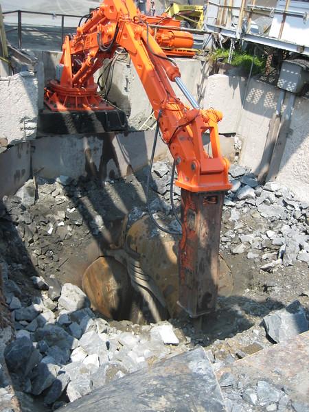 NPK B6500 pedestal boom system-secondary rock breaking at gyratory crusher (4).jpg
