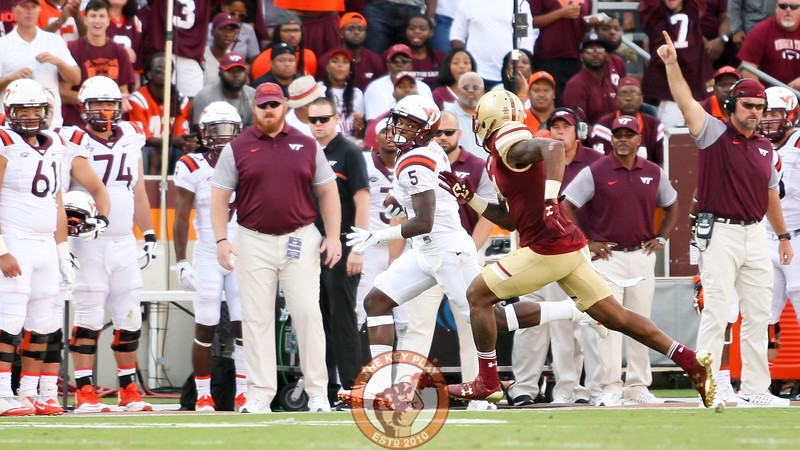 WR Cam Phillips (5) makes a long catch and run down the Virginia Tech sideline. (Mark Umansky/TheKeyPlay.com)