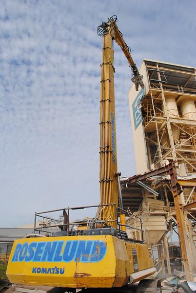 Rosenlund Demolition demolishing industrial silo's at Wacol Brisbane with a Komatsu PC450 UHD excavator.