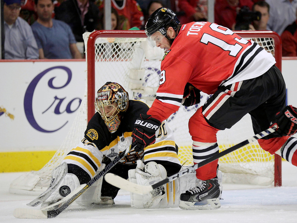. Boston Bruins goalie Tuukka Rask (40) makes a second period save on Chicago Blackhawks center Jonathan Toews (19) during Game 1 of their NHL Stanley Cup Finals hockey series in Chicago, Illinois, June 12, 2013.  REUTERS/John Gress