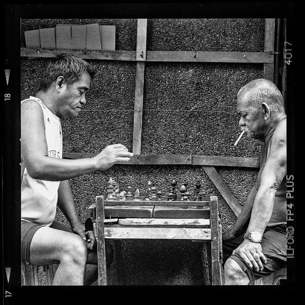 chessmoveB.jpg