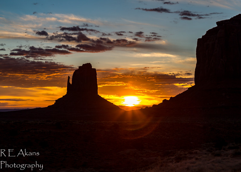 Monument Valley Sunrise 2304.jpg