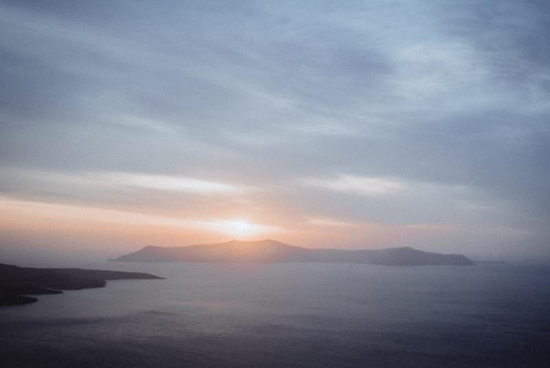Tu-Nguyen-Wedding-Photography-Videography-Hochzeitsfotograaf-Engagement-Santorini-Oia-Greece-Thira-68.jpg