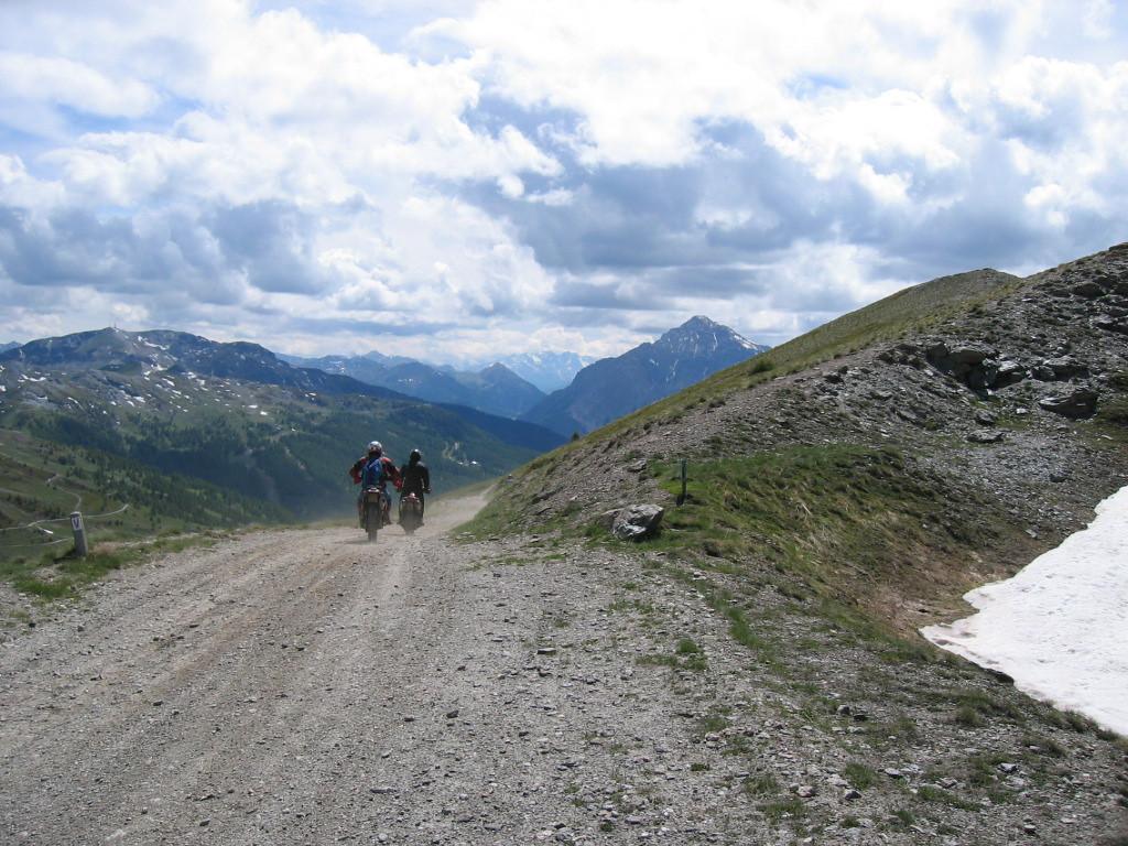 Assietta Kam Route, richting Sestriere, Monte Chaberton bewaakt ons