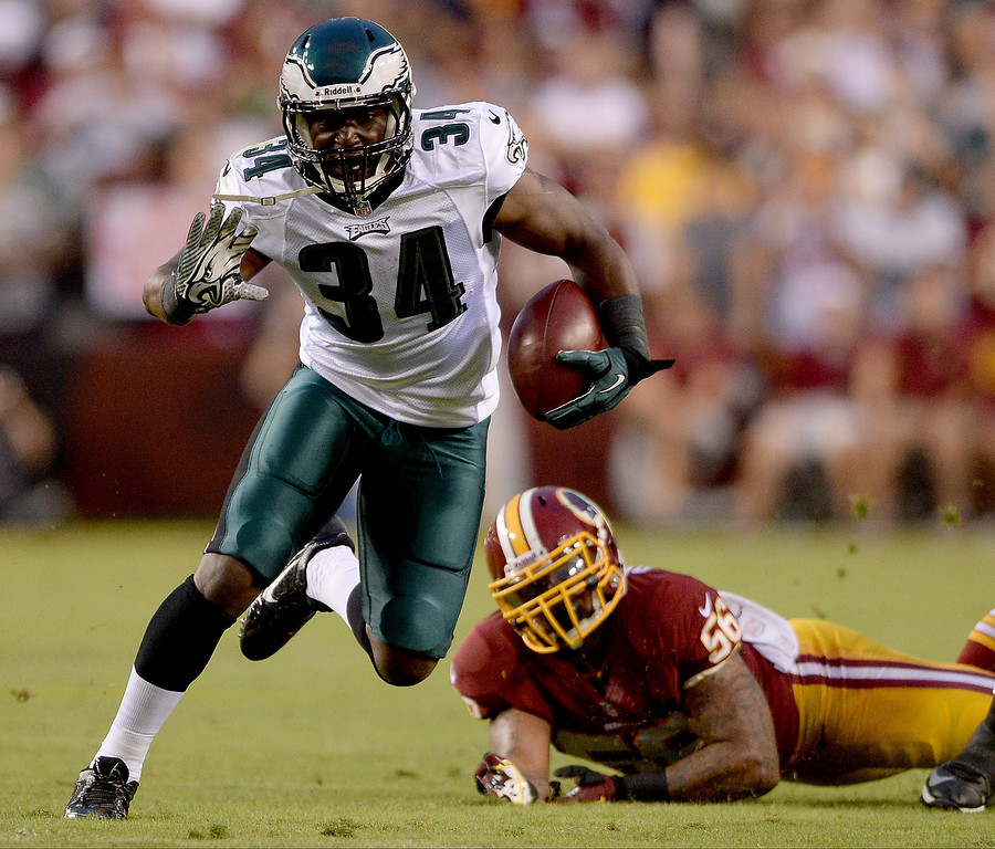 . Running back Bryce Brown #34 of the Philadelphia Eagles runs the ball in the first half against nose tackle Barry Cofield #96 of the Washington Redskins at FedExField on September 9, 2013 in Landover, Maryland.  (Photo by Patrick Smith/Getty Images)