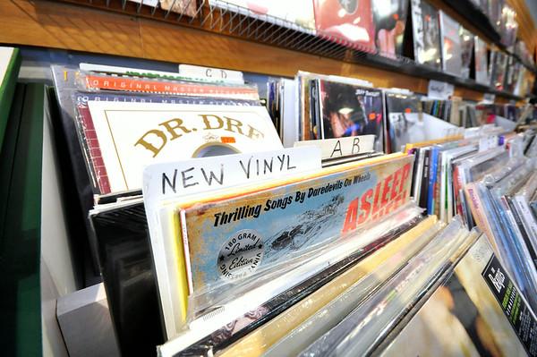 Vinyl Records making comeback-082614