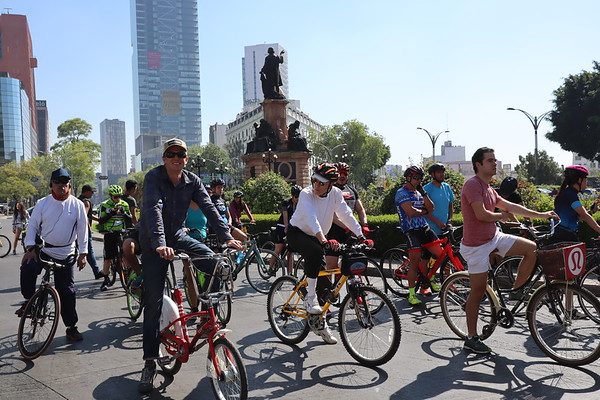 Adam biking on Reforma