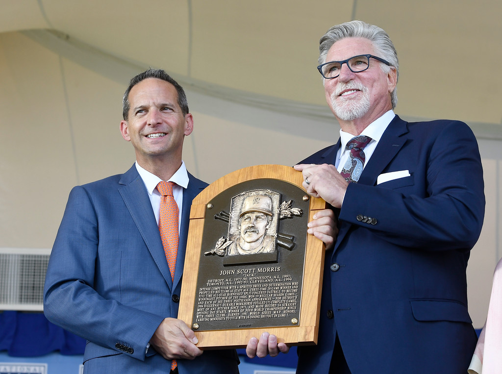 . Hall of Fame President Jeff Idelson, left, poses with Jack Morris during an induction ceremony at the Clark Sports Center on Sunday, July 29, 2018, in Cooperstown, N.Y. (AP Photo/Hans Pennink)