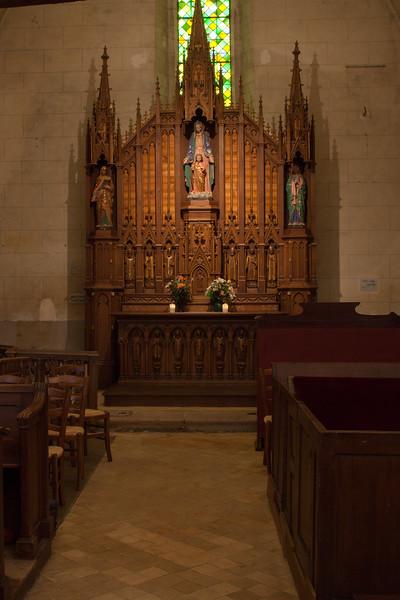 Menneval, Eglsie Saint-Pierre Chapel Altar