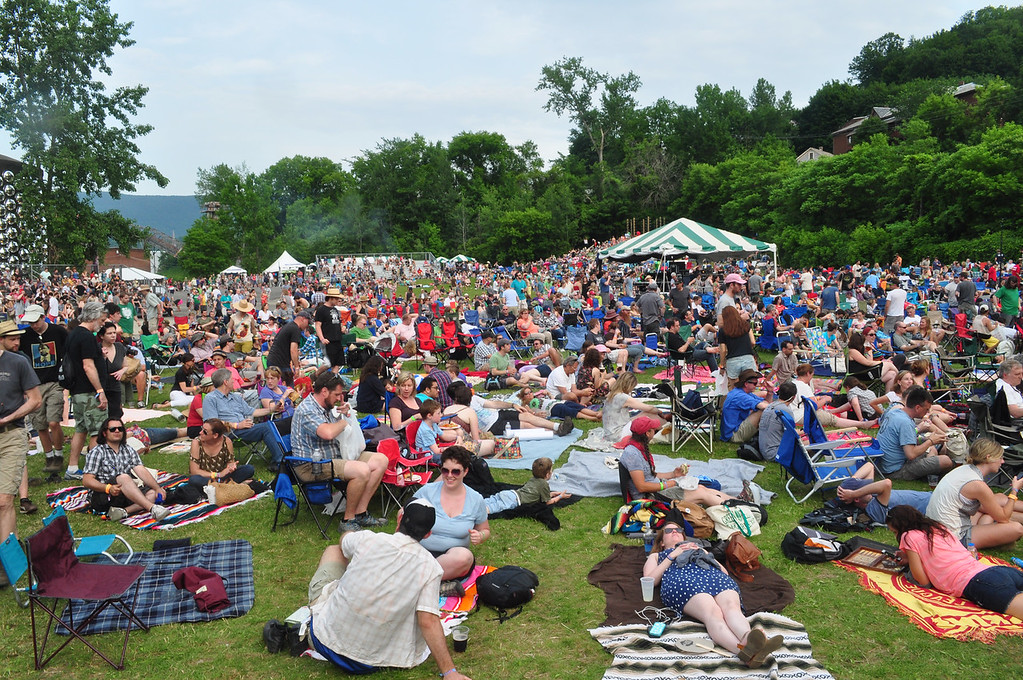 . Jack Guerino/ North Adams Transcript Joe�s Field fills up with people as Neko Case takes the stage.